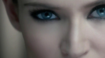 L'Oreal Paris Voluminous Butterfly Mascara TV Spot [Spanish] - Thumbnail 6