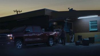 2014 Chevrolet Silverado TV Spot, 'Un Hombre: Banda' [Spanish] - Thumbnail 3