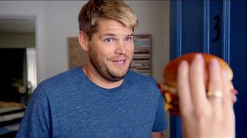 Wendy's Bacon Portabella Melt on Brioche TV Spot, 'Peep Hole' - Thumbnail 6
