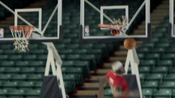NBA Store TV Spot, 'Jingle Hoops' - Thumbnail 9