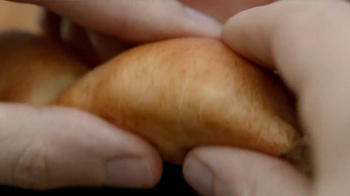 Pizza Hut 3 Cheese Stuffed Crust Pizza TV Spot, 'Gary' - Thumbnail 8