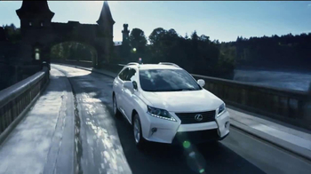 Lexus December to Remember TV Spot, 'Bow Craftsmanship' - Thumbnail 7