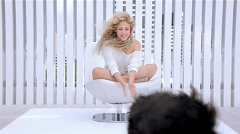 Crest 3D White Toothpaste TV Spot, 'Blanca' Con Shakira [Spanish] - Thumbnail 2
