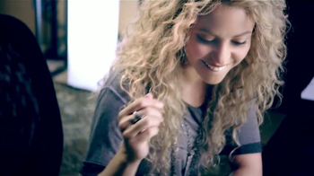 Crest 3D White Toothpaste TV Spot, 'Blanca' Con Shakira [Spanish] - Thumbnail 3