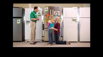 Rent-A-Center TV Spot, 'Fridge Decorations' - Thumbnail 7