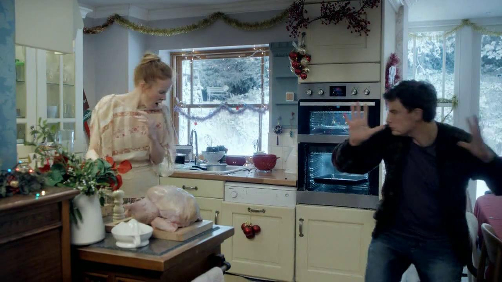 Google Nexus 7 TV Commercial, 'Holiday Decorations' Song by Slade