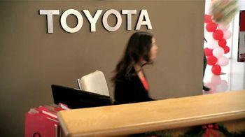 Toyota Toyotathon TV Spot, 'Los Novios' [Spanish] - Thumbnail 9