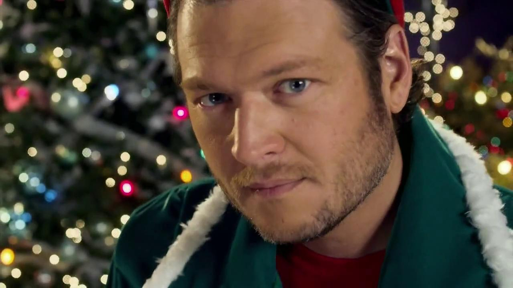 Blake Shelton Cheers Its Christmas.Blake Shelton Cheers It S Christmas Tv Commercial Video