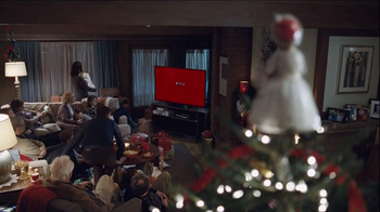 Netflix TV Spot, 'Holiday Tree Topper: The McDermott' - Thumbnail 9