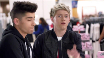 Macy's Black Friday TV Spot, 'Hairstyle' Featuring One Direction  - Thumbnail 4