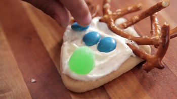 Pillsbury Sugar Cookies TV Spot, 'Holiday Fun' - Thumbnail 6