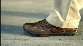 Skechers Relaxed Fit Shoes TV Spot, 'Relaxing' Featuring Joe Montana - Thumbnail 5