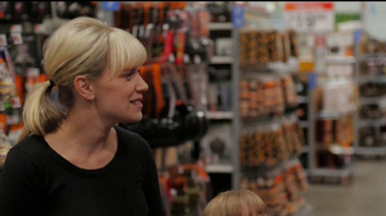 Walmart Low Price Guarantee TV Spot, 'Halloween with Amy' - Thumbnail 6