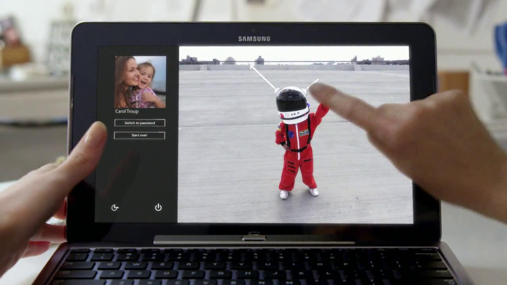 Microsoft 8 TV Commercial, 'Screen View' Kishi Bashi Song