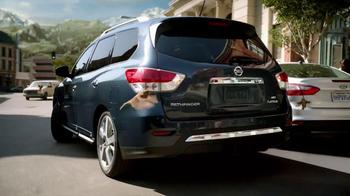 2013 Nissan Pathfinder TV Spot, 'Parallel Parking Birds' - Thumbnail 3