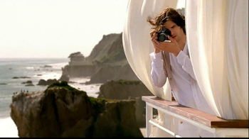 Nikon Coolpix TV Spot, 'Beachside Zoom' Featuring Ashton Kutcher - Thumbnail 7