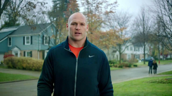 XFINITY TV Spot, 'Professional Defender' Featuring Brian Urlacher - Thumbnail 6