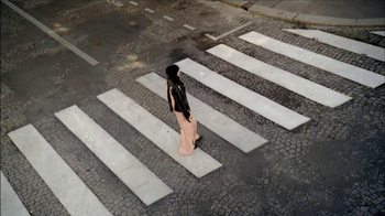 H&M TV Spot, 'Crosswalk' - Thumbnail 2