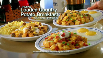 IHOP Country Potato Breakfast TV Spot, 'Santas' - Thumbnail 7