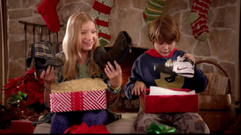 Famous Footwear TV Spot, 'Christmas' - Thumbnail 6