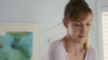 Hotwire TV Spot, 'Debbie in a Blue Dress' - Thumbnail 4