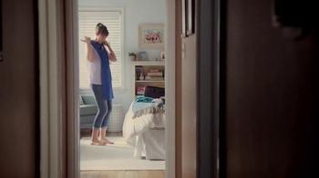 Hotwire TV Spot, 'Debbie in a Blue Dress' - Thumbnail 8