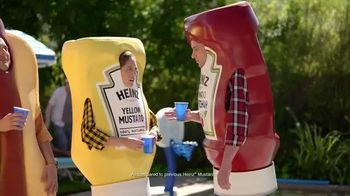 Heinz Yellow Mustard TV Spot, 'Ketchup's Got a New Mustard: Backyard BBQ' - Thumbnail 5