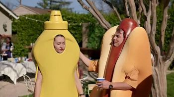 Heinz Yellow Mustard TV Spot, 'Ketchup's Got a New Mustard: Backyard BBQ' - Thumbnail 8