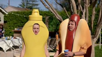 Heinz Yellow Mustard TV Spot, 'Ketchup's Got a New Mustard: Backyard BBQ' - Thumbnail 9