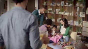 Snuggle Fresh Spring Flowers TV Spot, 'Suave Como un Abrazo' [Spanish] - Thumbnail 7