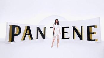 Pantene Pro-V TV Spot, 'Secador de cabello' con Selena Gomez [Spanish] - Thumbnail 3