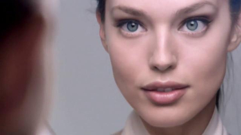 Maybelline New York SuperStay Better Skin TV Spot, 'Fast-Paced Life' - Thumbnail 4