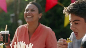 Coca-Cola TV Spot, 'Family Gatherings' Song by Jess Glynne - Thumbnail 4
