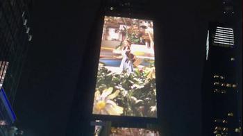 AT&T TV Spot, 'DIRECTV: Times Square' - Thumbnail 4