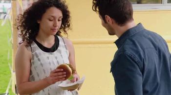 McDonald's Buttermilk Crispy Chicken Sandwich TV Spot, 'Festival' [Spanish] - Thumbnail 4