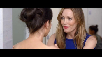 Jergens Wet Skin Moisturizer TV Spot, 'No Towel Yet' Featuring Leslie Mann - Thumbnail 7