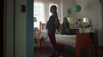 Kohl's TV Spot, 'That Fall Feeling' Song by The Naked and Famous - Thumbnail 6