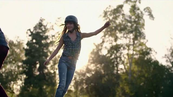 Kohl's TV Spot, 'That Fall Feeling' Song by The Naked and Famous - Thumbnail 8