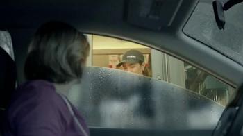KFC Family Fill Ups TV Spot, 'La lluvia' [Spanish] - Thumbnail 3