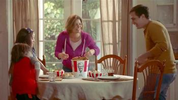 KFC Family Fill Ups TV Spot, 'La lluvia' [Spanish] - Thumbnail 5