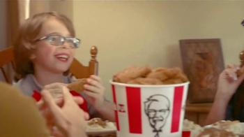 KFC Family Fill Ups TV Spot, 'La lluvia' [Spanish] - Thumbnail 7