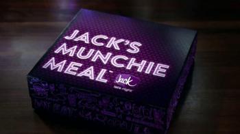 Jack in the Box Spicy Nacho Chicken Sandwich TV Spot, 'Pool Hall' [Spanish] - Thumbnail 9