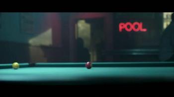 Jack in the Box Spicy Nacho Chicken Sandwich TV Spot, 'Pool Hall' [Spanish] - Thumbnail 2