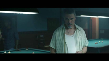 Jack in the Box Spicy Nacho Chicken Sandwich TV Spot, 'Pool Hall' [Spanish] - Thumbnail 3