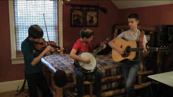 Guitar Center TV Spot, 'Hey, Santa: Banjo' - Thumbnail 2