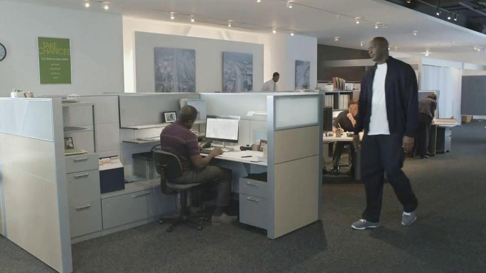 Hanes TV Commercial 'Office' Featuring Michael Jordan