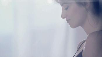 Lancôme Trésor TV Spot, 'Treasured Moments' Featuring Penelope Cruz - Thumbnail 3