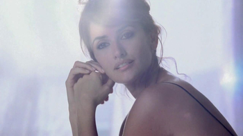 Lancôme Trésor TV Spot, 'Treasured Moments' Featuring Penelope Cruz