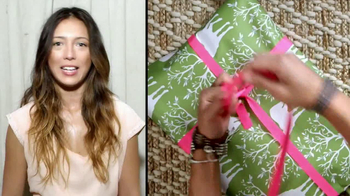 American Eagle Outfitters TV Spot, 'Gifts' - Thumbnail 4