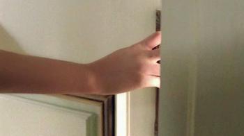 Estee Lauder Beautiful TV Spot, 'Red Case Traveler' Song by Damien Leith - Thumbnail 3